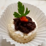 Tост с маслиново шмеркезе